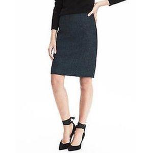 Banana Republic  Tweed pencil skirt, size 2